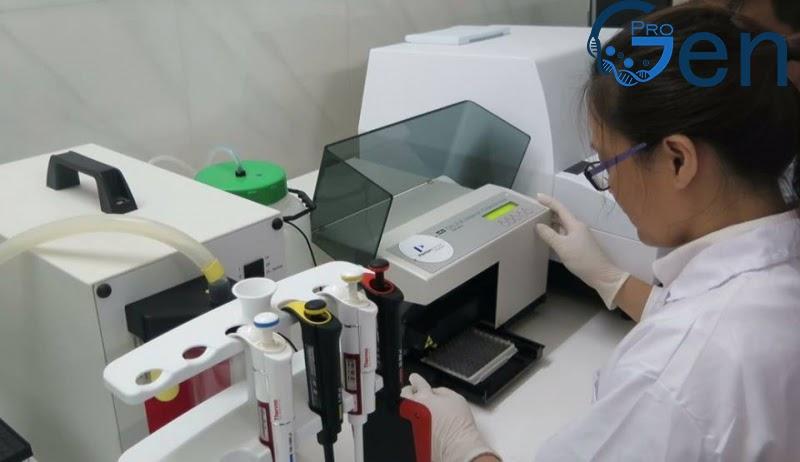 Xét nghiệm ADN thực hiện theo quy trình tiêu chuẩn với máy móc hiện đại